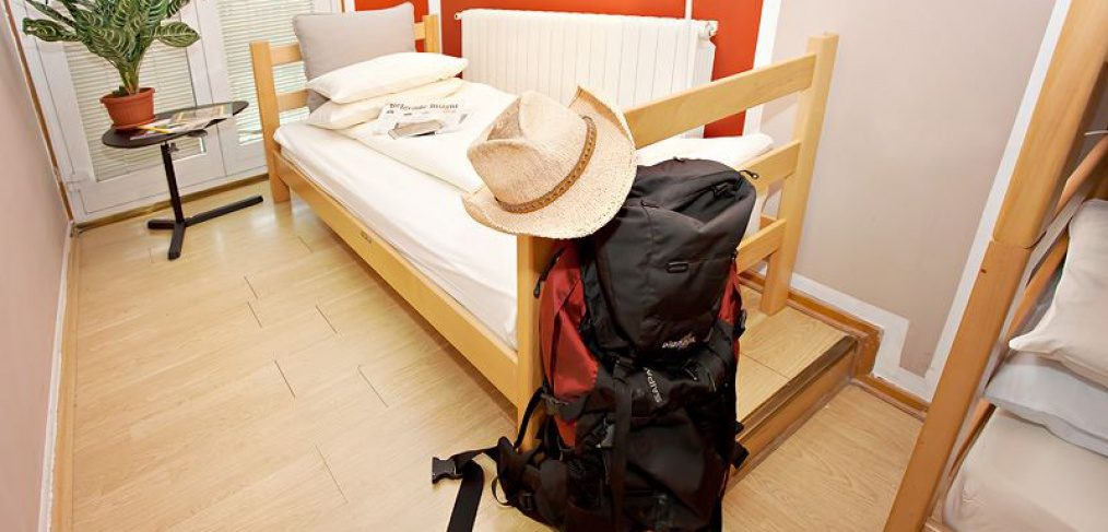 Hostel 360 Belgrade bed and bag in room