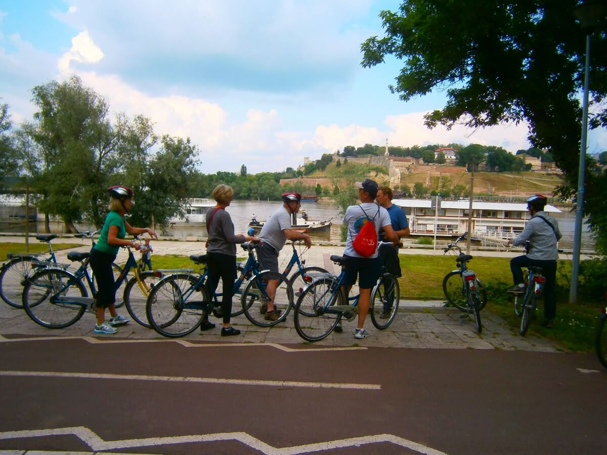 Cycling with the guest of Viking Cruises in Belgrade, enjoying a view on Kalemegdan Fortress