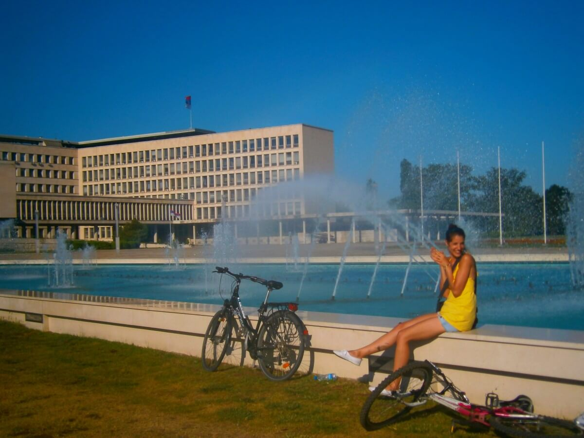 Cooling down at the fountain in front of SIV, Belgrade