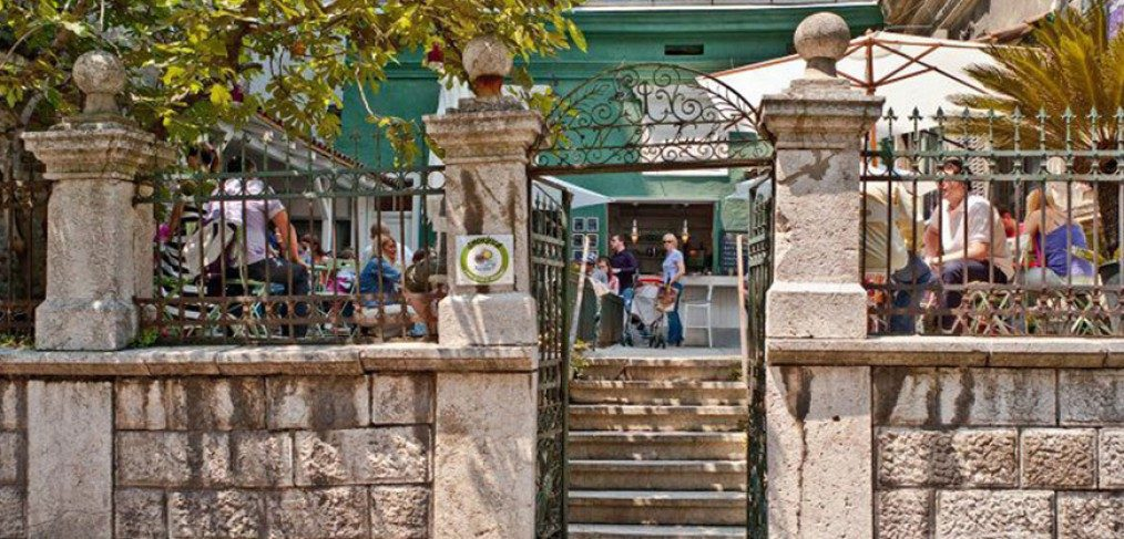 Smokvica: Hotel, Restaurant and Cafe franchise in Belgrade