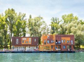 arcabarca floating hostel in Belgrade